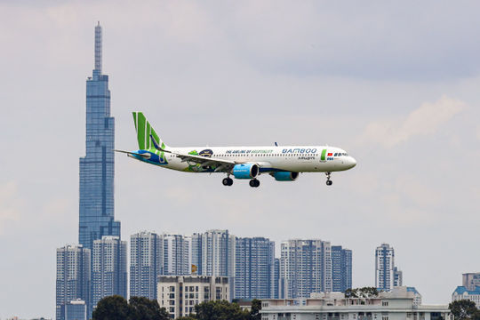 Bamboo Airways bay chuyên cơ đưa đoàn y bác sĩ tiếp viện miền Nam chống dịch và công dân Bắc Giang hồi hương