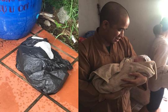 Nam Định: Bé gái sơ sinh bị bỏ rơi gần cổng chùa