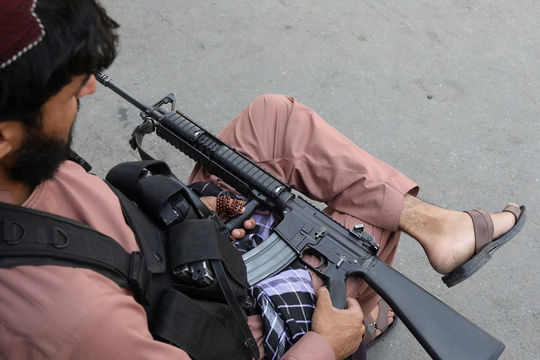 Tin vắn thế giới ngày 6/9: Taliban tước vũ khí, bắt giữ thành viên bắn súng chỉ thiên
