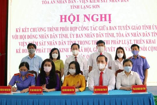 TAND tỉnh Lạng Sơn ký kết chương trình phối hợp trong thực thi pháp luật