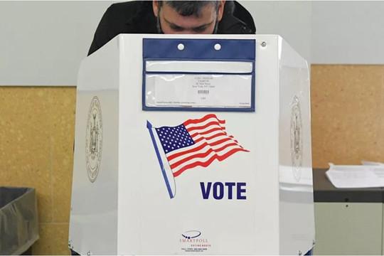 Tổng thống Biden gia hạn tình trạng khẩn cấp về can thiệp bầu cử Mỹ