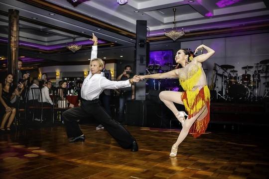 Hoa hậu Ninh Nguyễn trổ tài khiêu vũ cùng vũ sư Hollywood - Oleg