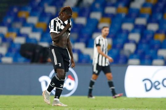 Juventus tiếp tục tụt hạng sau trận thua ngược Napoli