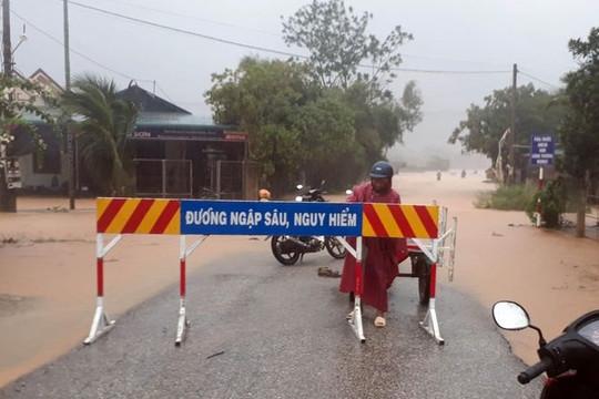 Thừa Thiên - Huế: 37 người bị mất liên lạc khi vào rừng