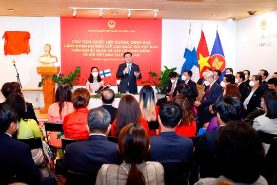 Chủ tịch Quốc hội thăm Đại sứ quán và gặp gỡ cộng đồng người Việt Nam tại Phần Lan