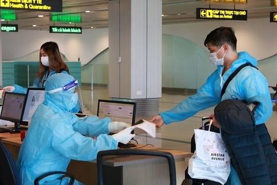 """Đón 345 hành khách có """"hộ chiếu vắc xin"""" từ Mỹ về Việt Nam"""