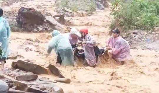 Quảng Nam: Mạo danh chủ tịch huyện xin gạo cứu trợ mưa bão