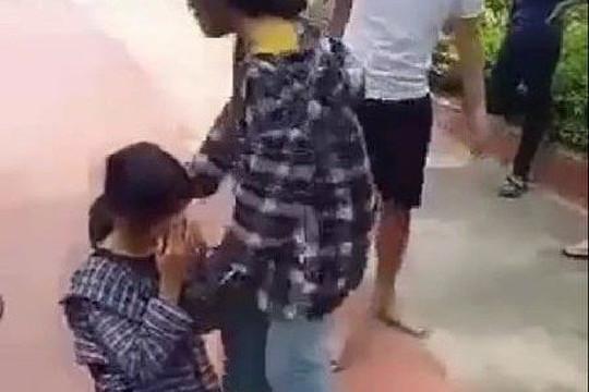 Nữ sinh THCS bị đánh, bắt quỳ giữa sân trường