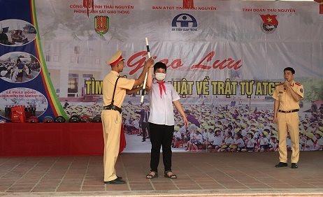 Thái Nguyên: Tuyên truyền ATGT cho cán bộ, giáo viên và học sinh trường THCS Cam Giá