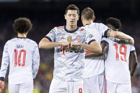 Barca bị nhấn chìm bởi cú đúp của Lewandowski