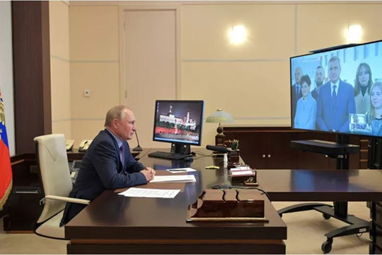 Điện Kremlin: Cả Tổng thống Putin và Sputnik V đều làm việc như bình thường