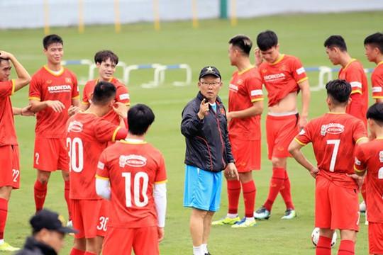 Triệu tập 32 cầu thủ cho trận đấu với Trung Quốc và Oman