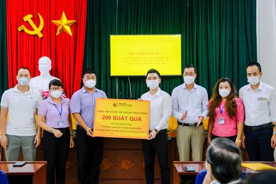 CBNV T&T Group trao 3.000 suất quà cho người dân Hà Nội gặp khó khăn do covid-19
