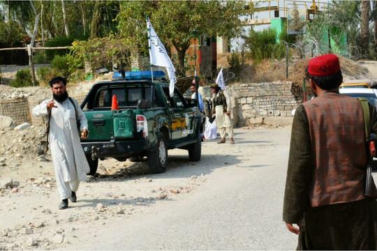 Afghanistan: Nhiều vụ nổ làm rung chuyển Kabul, Jalalabad