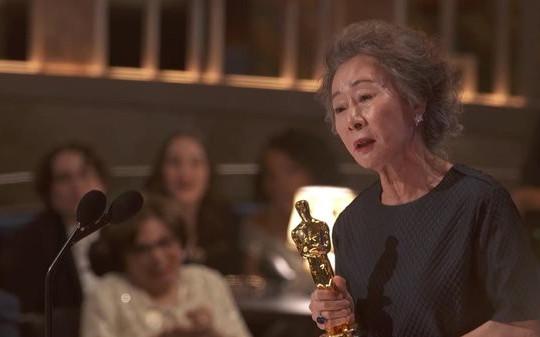 Diễn viên Hàn Quốc đầu tiên giành giải Oscar trở thành 1 trong 100 người có ảnh hưởng nhất 2021