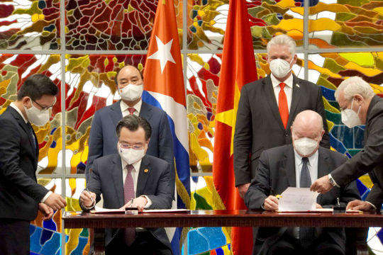 Việt Nam-Cuba: Ký kết nhiều văn kiện hợp tác; Chủ tịch nước Nguyễn Xuân Phúc nhận Huân chương José Marti