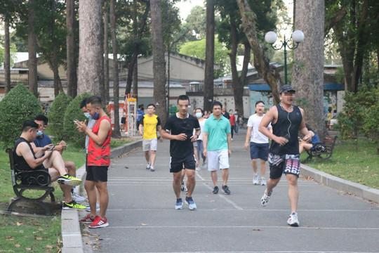 Quận 7 triển khai kế hoạch tập thể dục ngoài trời cho người dân