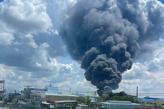 """Bình Dương: Điều tra nguyên nhân vụ cháy ở công ty sản xuất """"3 tại chỗ"""""""