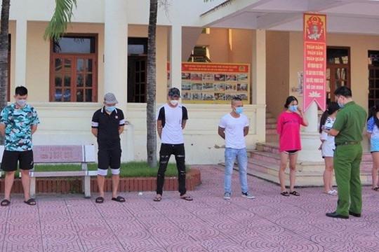 Nhóm thanh, thiếu niên sử dụng ma tuý trong quán karaoke