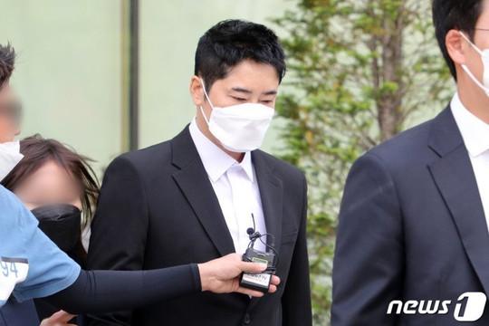 Kang Ji Hwan bị nhà sản xuất kiện sau khi bị tố tấn công tình dục
