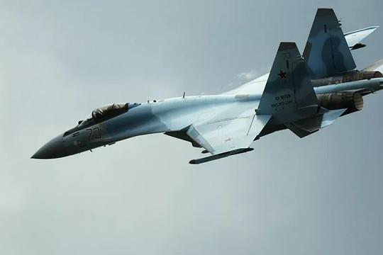Ba tiêm kích Nga bay kèm chiến đấu cơ Mỹ trên Thái Bình Dương