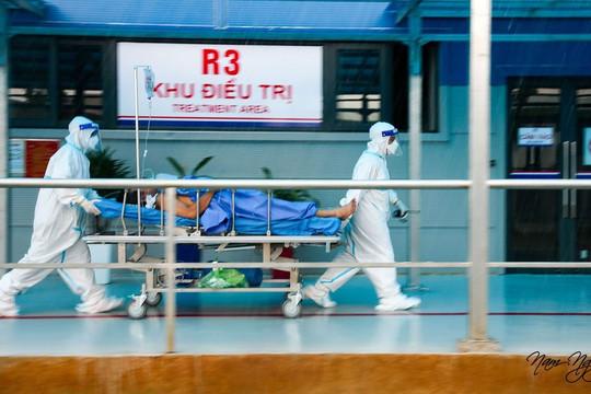 Những bệnh nhân đầu tiên tại Bệnh viện dã chiến Yên Sở