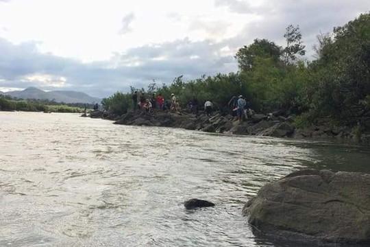 Hòa Bình: Nữ sinh bị đuối nước vì ngã xuống suối
