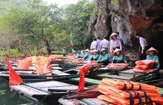 Tiêm vaccine cho 3.000 lái đò tại Khu du lịch sinh thái Tràng An và Khu du lịch Tam Cốc - Bích Động