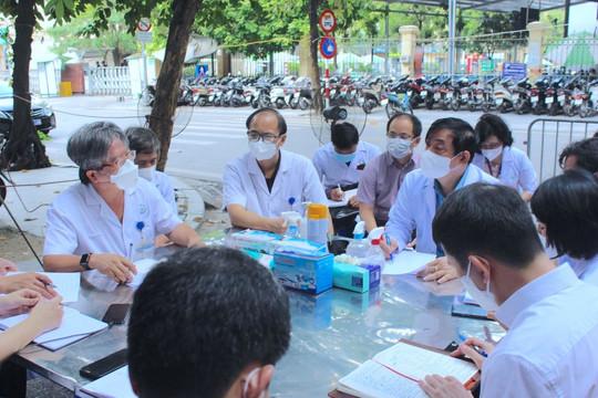 Xác định 2 vùng đỏ Covid-19 tại Bệnh viện Việt Đức