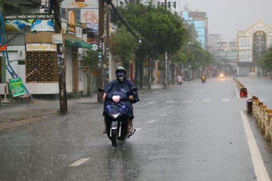 Vùng áp thấp trên Biển Đông khả năng mạnh lên thành bão, nhiều nơi mưa lớn