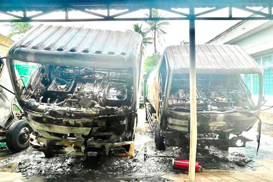 Nhiều xe thu gom rác cháy trong đêm, thiệt hại hơn 4 tỉ đồng