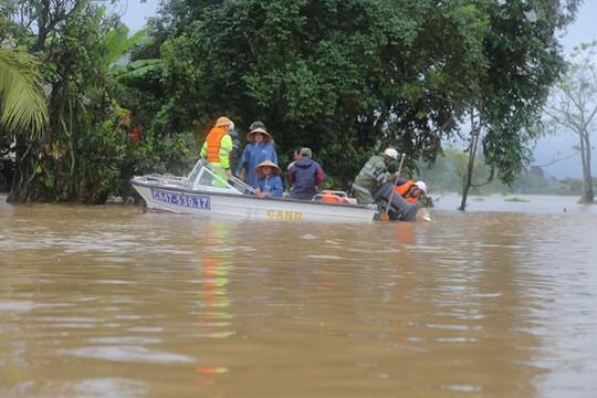 Dự kiến sơ tán gần 300.000 người miền Trung để tránh mưa lũ