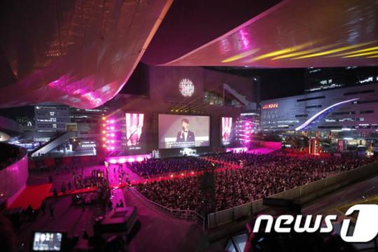 Siêu thảm đỏ LHP Busan 2021 quy tụ dàn sao khủng của xứ sở Kim Chi