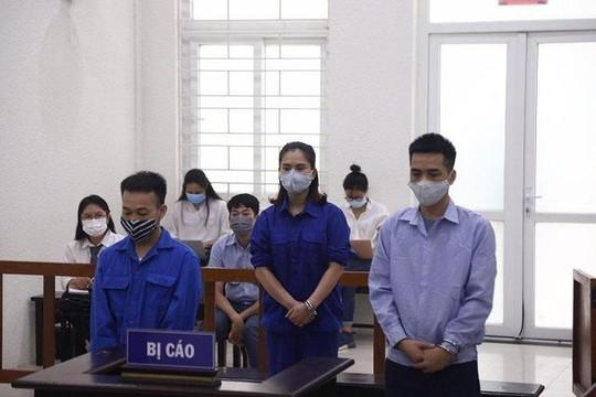 Lĩnh án tù vì thuê xe đưa 2 người nước ngoài nhập cảnh trái phép