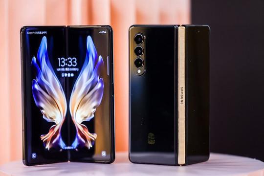 Samsung W22 5G ra mắt