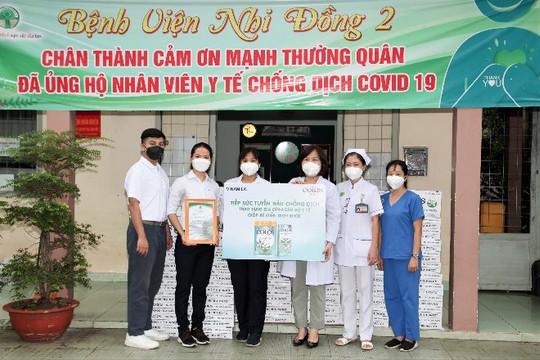 Vinamilk trao tặng 50.000 sản phẩm VinamilkColosGold cho con em cán bộ y bác sỹ tuyến đầu