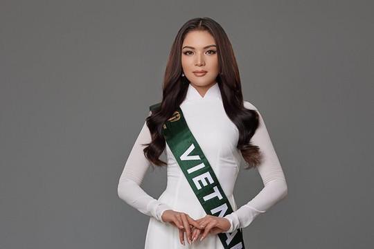 Đại diện Việt Nam xuất hiện tại Miss Earth 2021 với trang phục áo dài