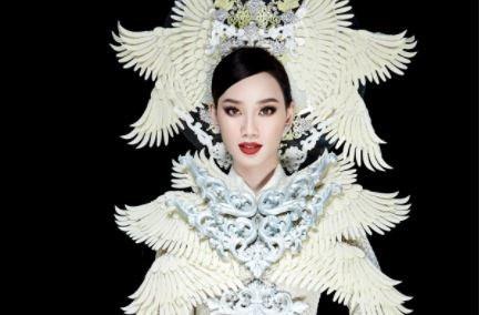 Ái Nhi diễn quốc phục 30 kg tại Miss Intercontinental 2021